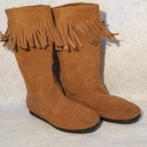 Minnetonka Boots Moccasins Rare Worn Once Size 9